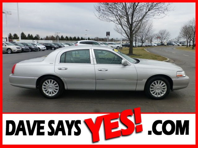 Used Lincoln Town Car Ultimate